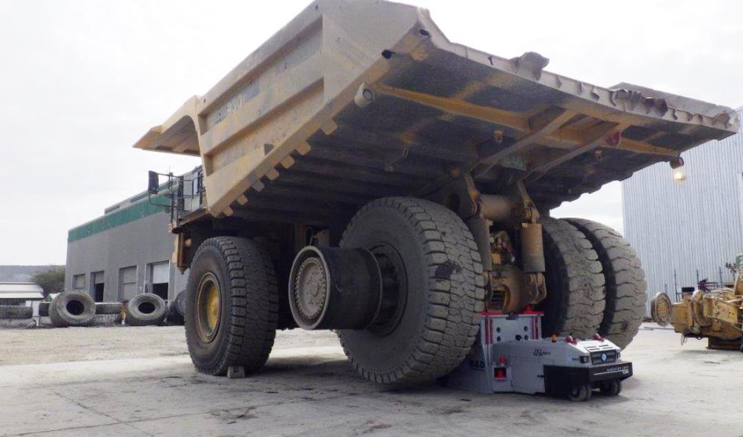 SuperJack lifting Haul Truck